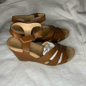 CL by Laundry TRUEST WEDGE SANDAL Size 8